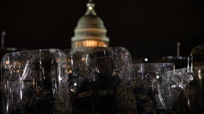 el-jefe-de-la-policia-del-capitolio-renuncia-tras-el-asalto-al-congreso