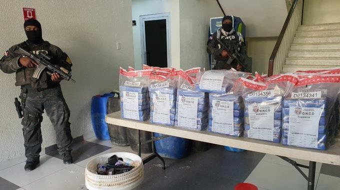 dncd-ocupa-133-paquetes-de-cocaina-en-una-embarcacion-y-apresa-tres-personas